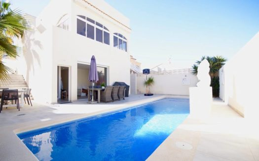 Detached Villa Los Altos